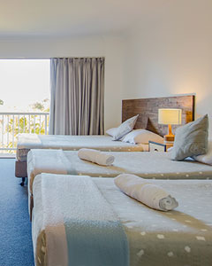 Palm Beach accommodaton on the Gold Coast - 22 hotel rooms, family rooms and 2 bedroom apartments fully self contained, resort facilities, only 4min to beach, close to attractions.